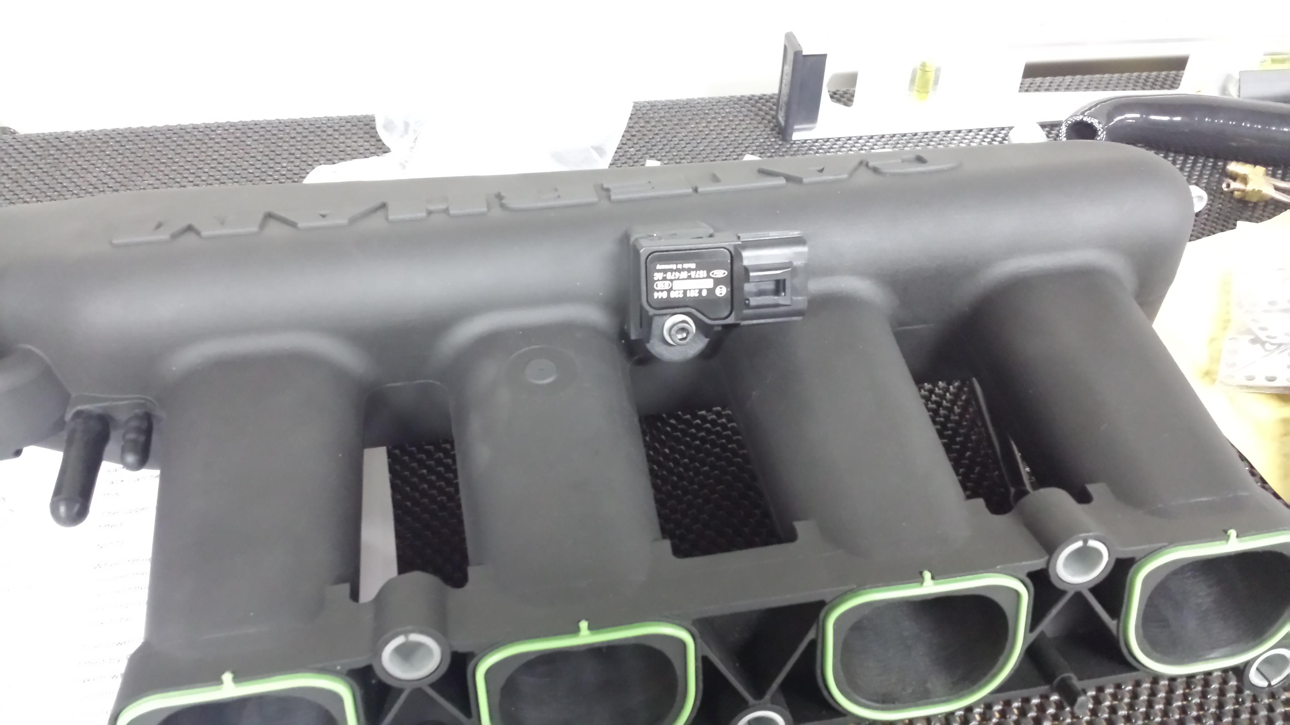 Intake plenum with sensor